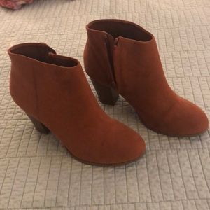 Old Navy brown booties size 8